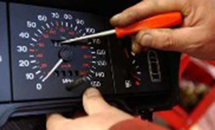 Car clocking is endangering lives on our roads - Clune